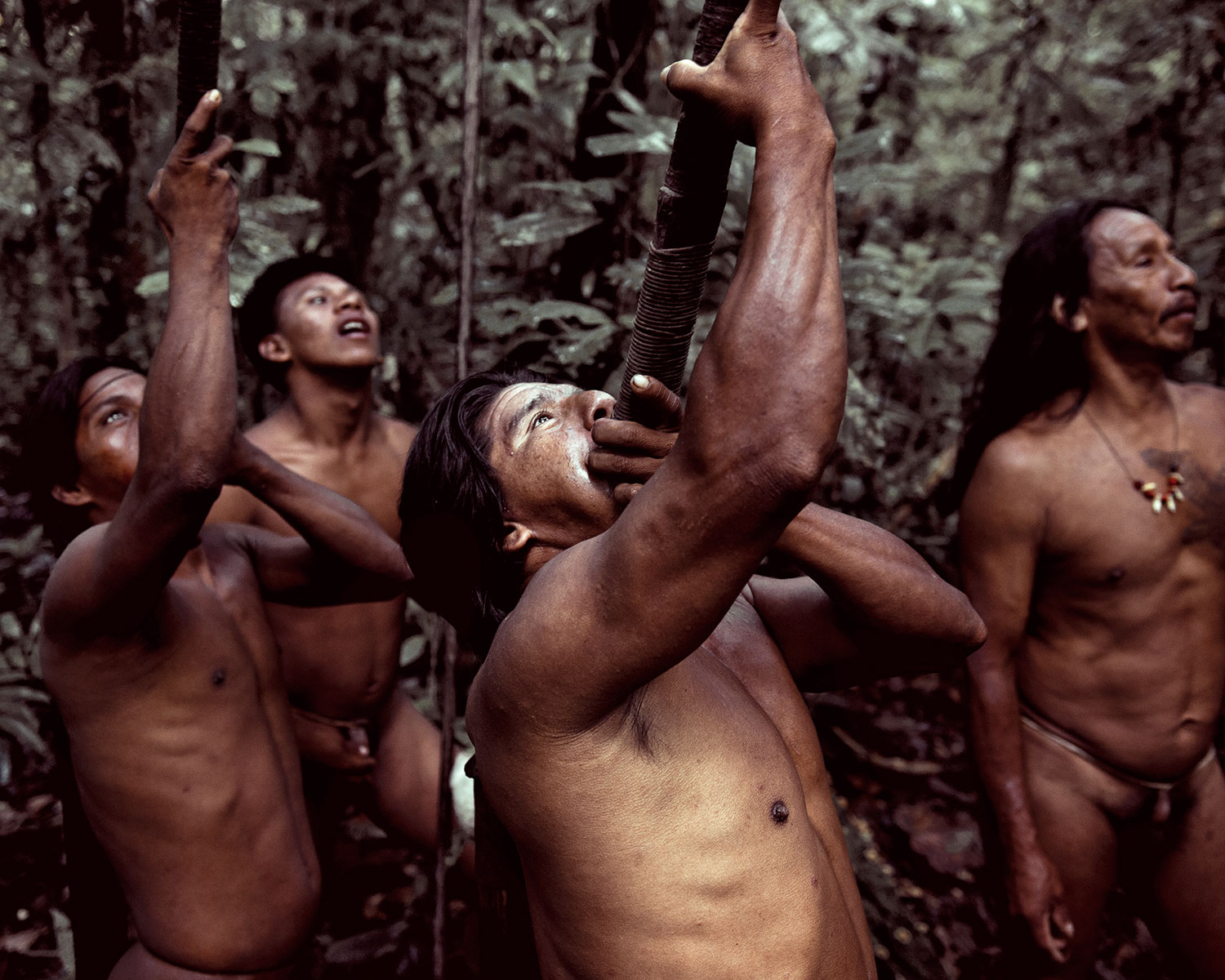 before-they-pass-away-vanishing-tribe-ecuador-huaorani-02