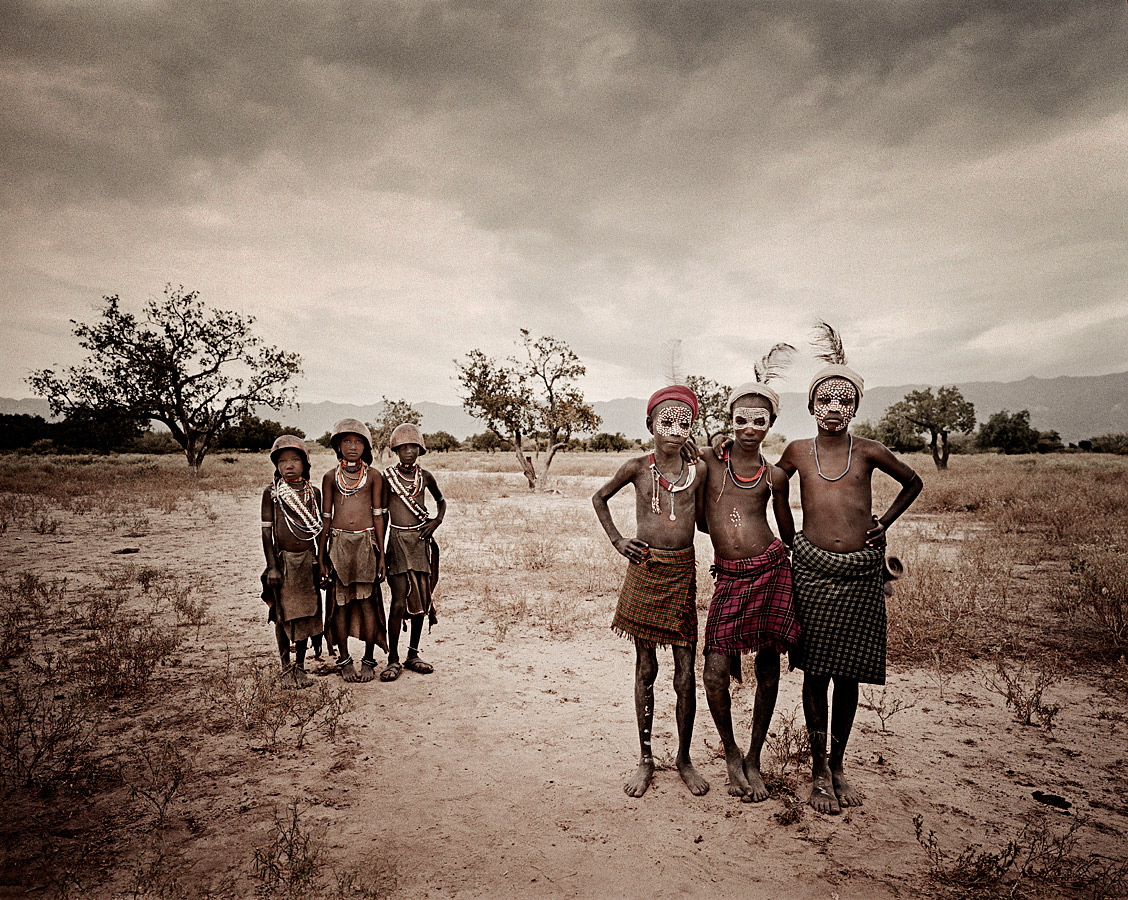 before-they-pass-away-vanishing-tribe-ethiopia-arbore-03