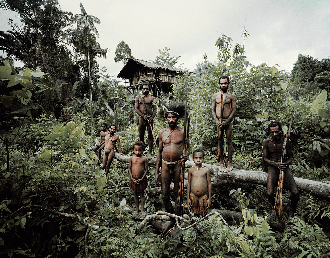 before-they-pass-away-vanishing-tribe-india-korowai-01