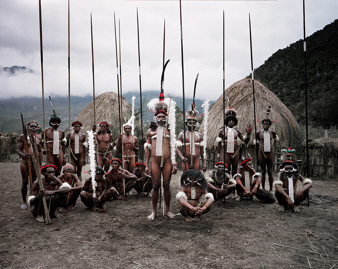 before-they-pass-away-vanishing-tribe-indonesia-dani-02