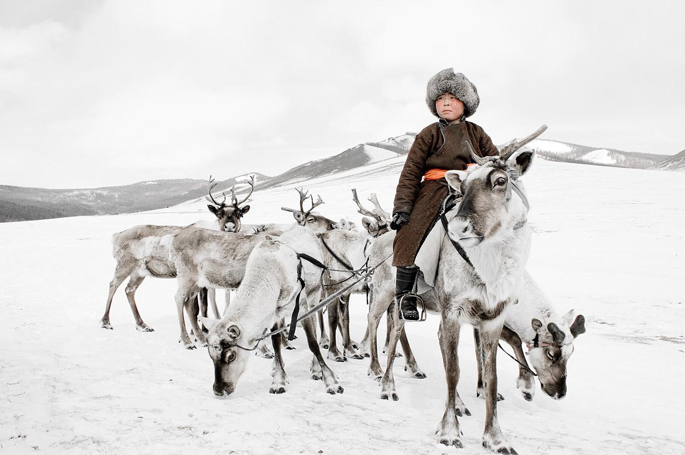 before-they-pass-away-vanishing-tribe-mongolia-tsaatan-02