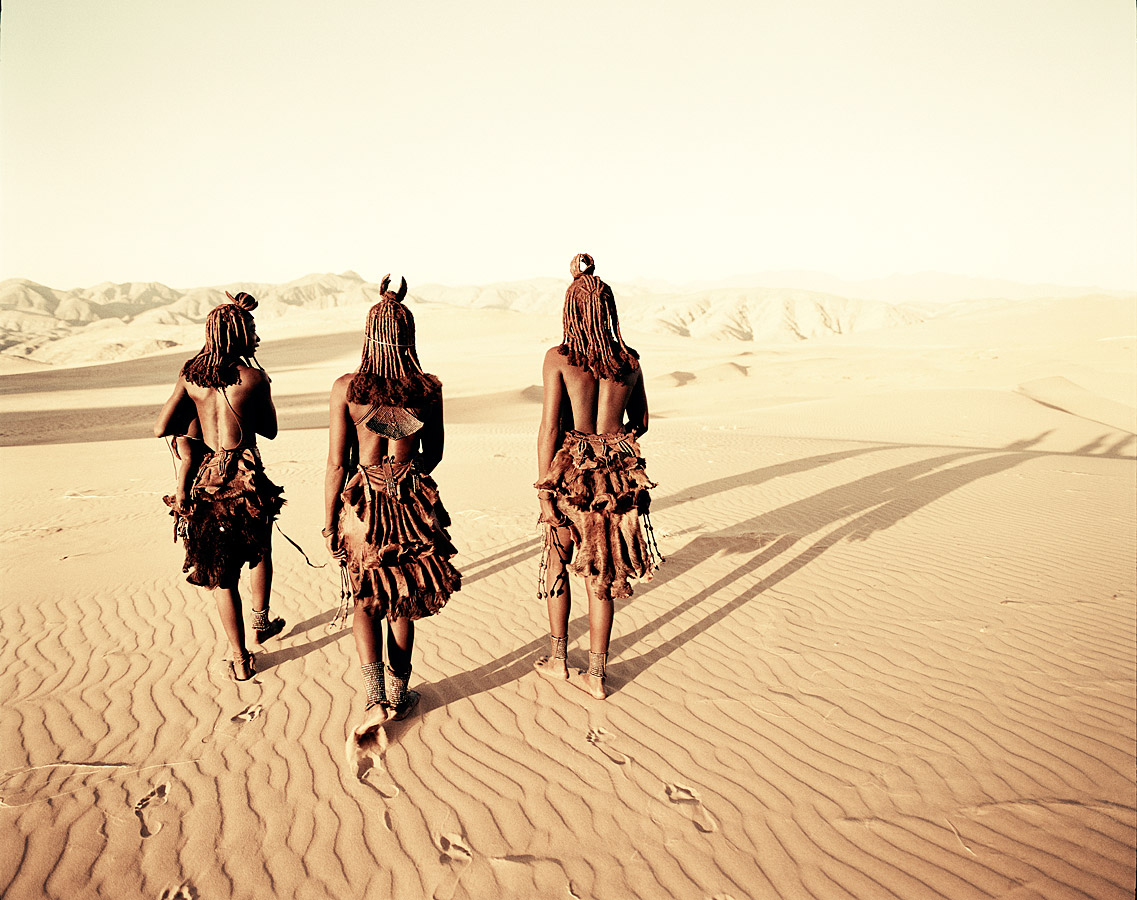 before-they-pass-away-vanishing-tribe-namimbia-himba-01