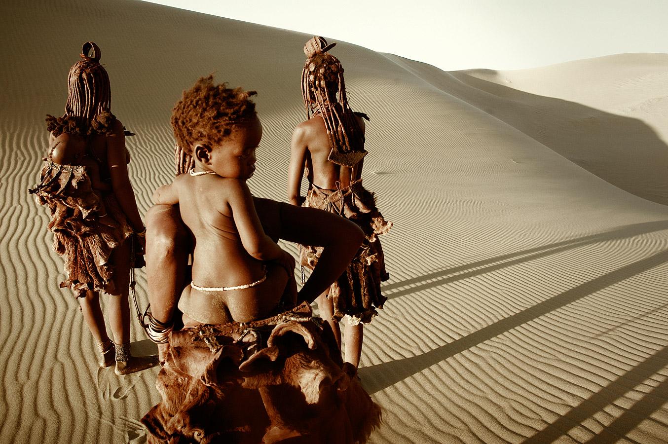 before-they-pass-away-vanishing-tribe-namimbia-himba-02