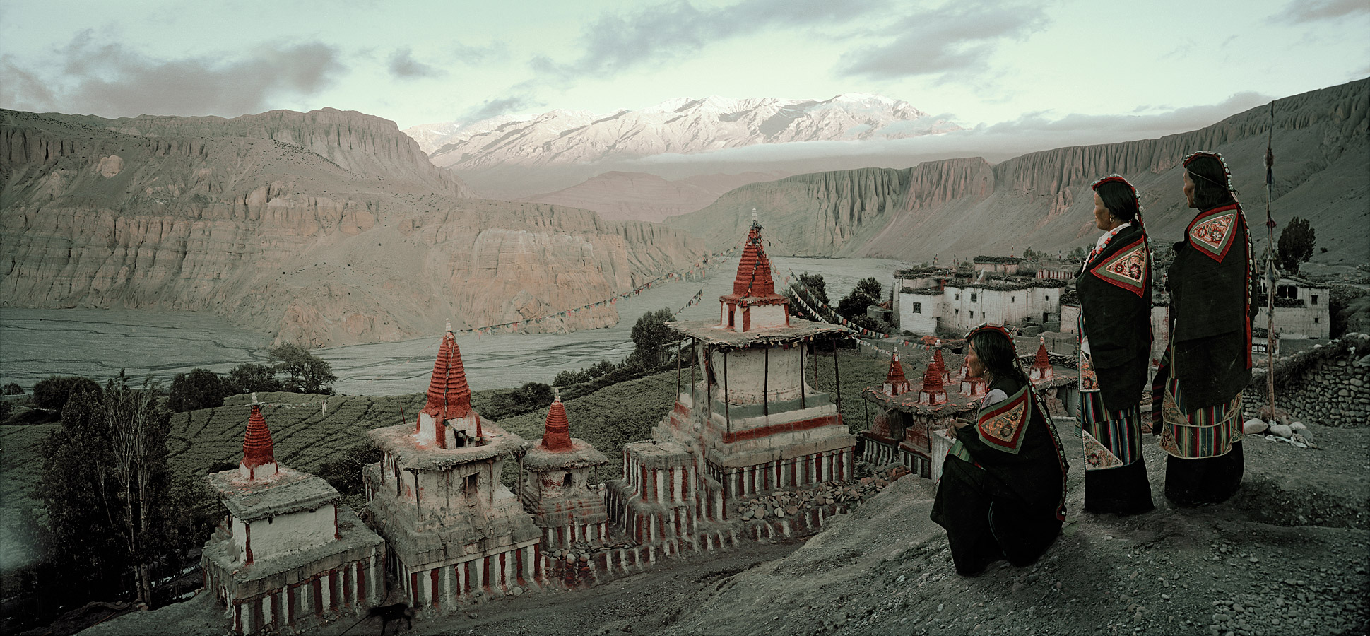 before-they-pass-away-vanishing-tribe-nepal-mustang-02