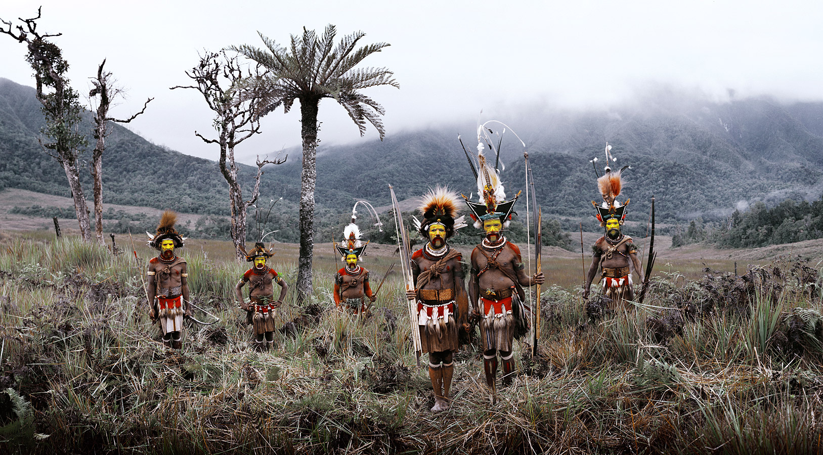 before-they-pass-away-vanishing-tribe-papua-new-guinea-huli-02
