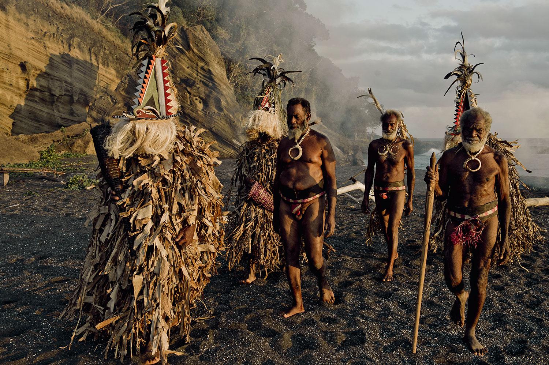 before-they-pass-away-vanishing-tribe-vanuatu-island-vanuatu-05