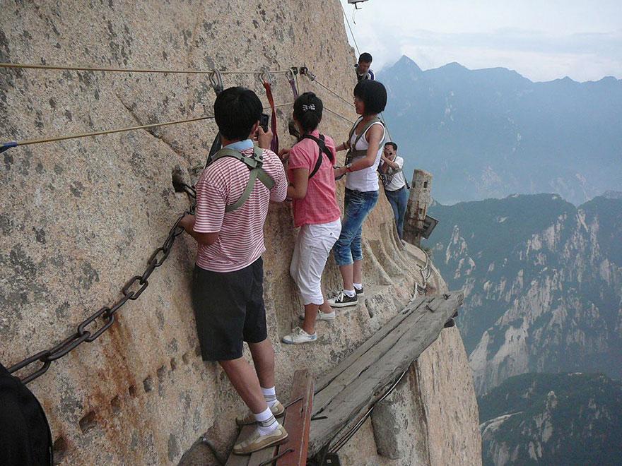 dangerous-hiking-trails-mt-huashan-china-01