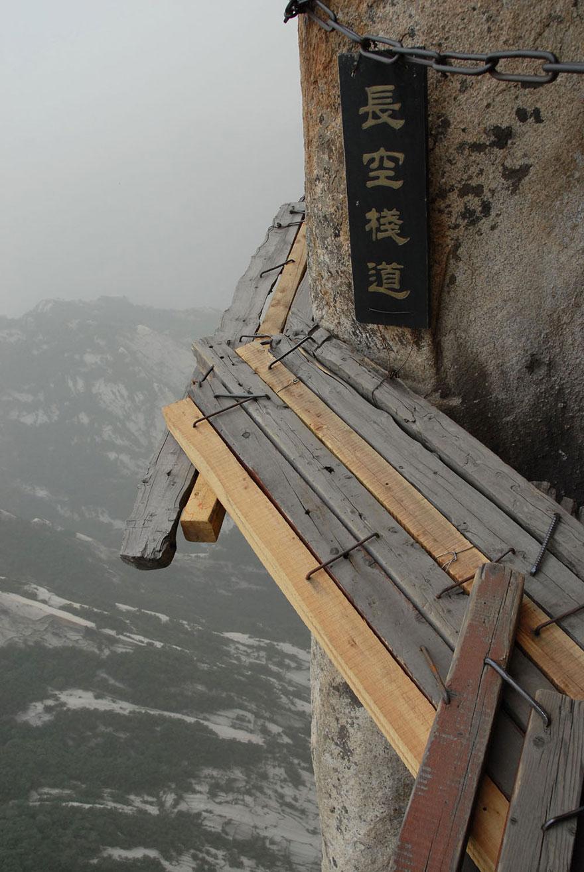 dangerous-hiking-trails-mt-huashan-china-03