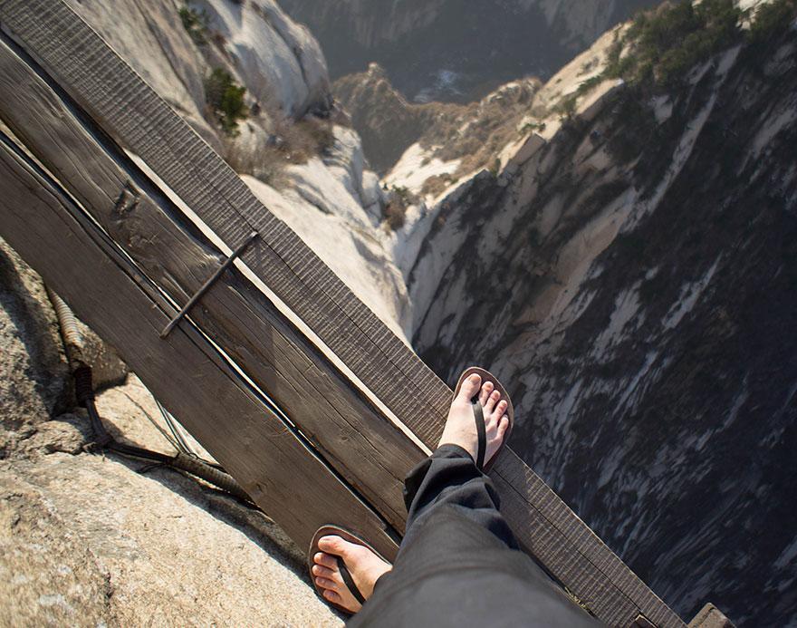 dangerous-hiking-trails-mt-huashan-china-04