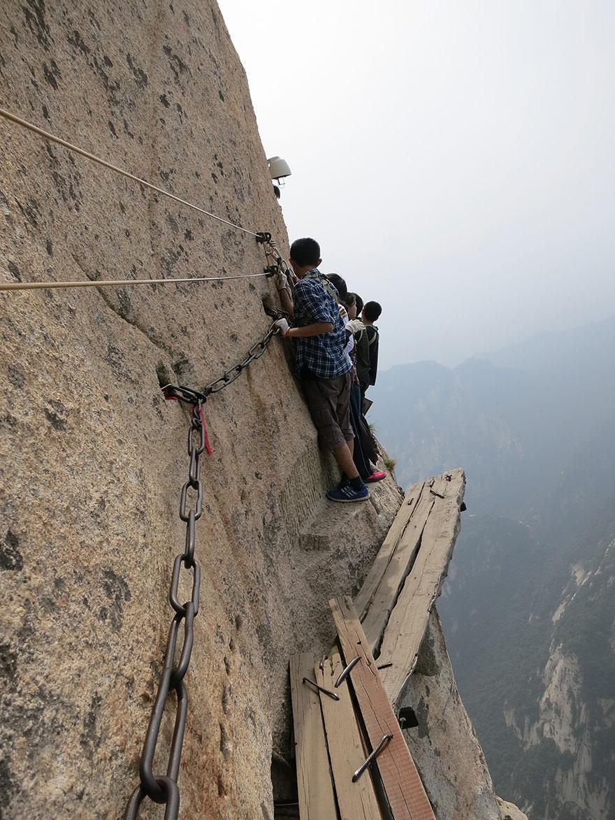 dangerous-hiking-trails-mt-huashan-china-05