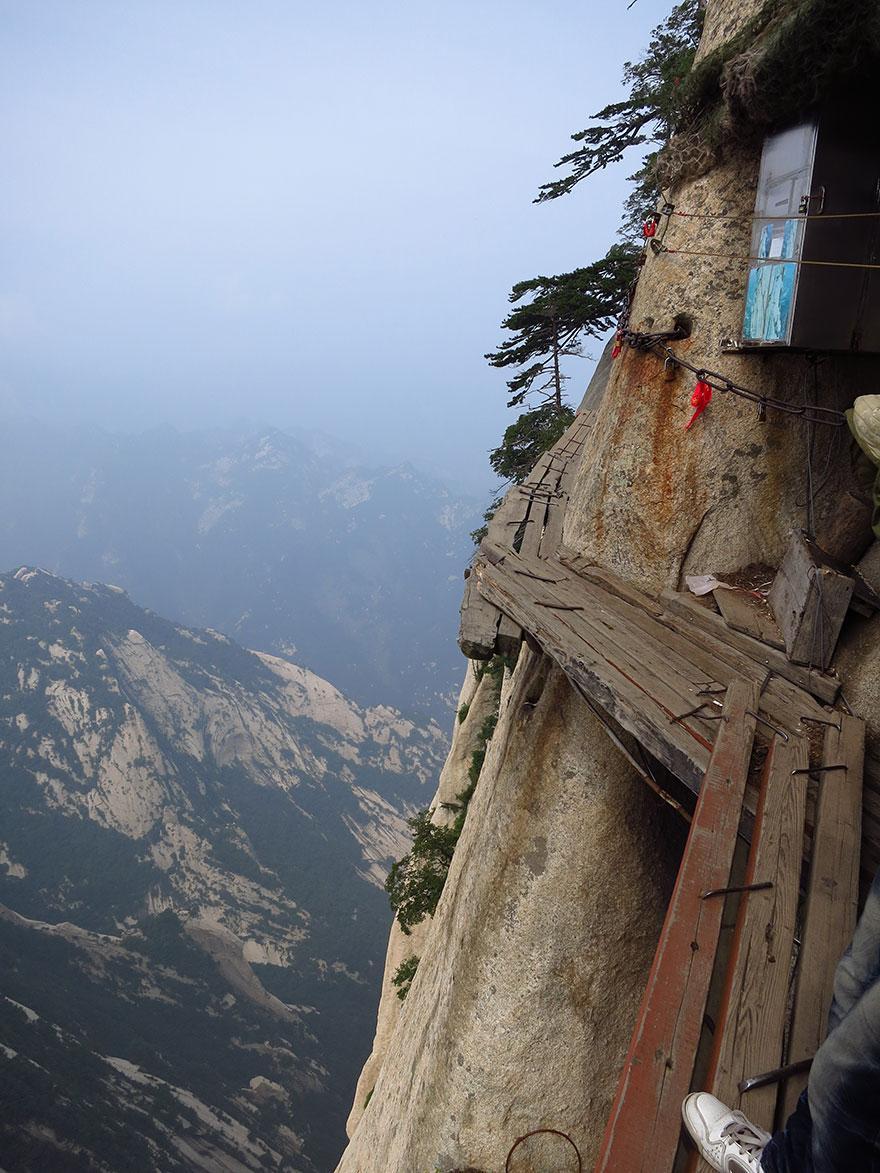 dangerous-hiking-trails-mt-huashan-china-06