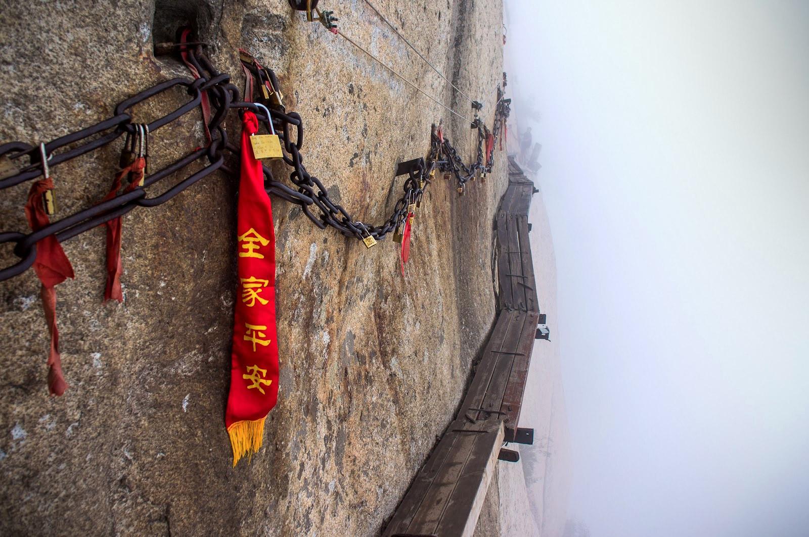 dangerous-hiking-trails-mt-huashan-china