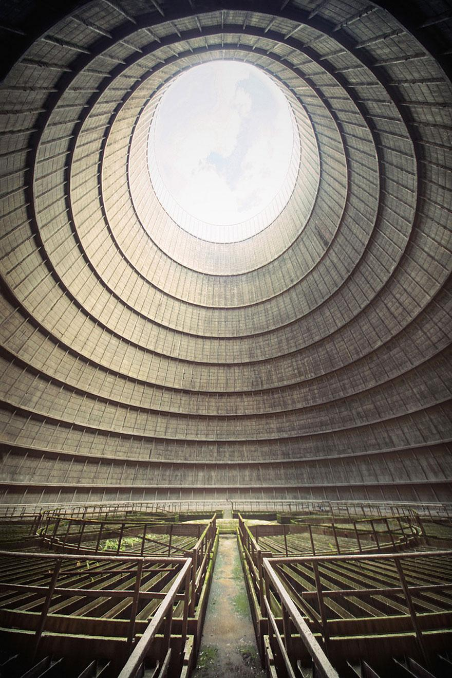 forgotten-places-kai-fagerstrom-im-cooling-tower-belgium-01