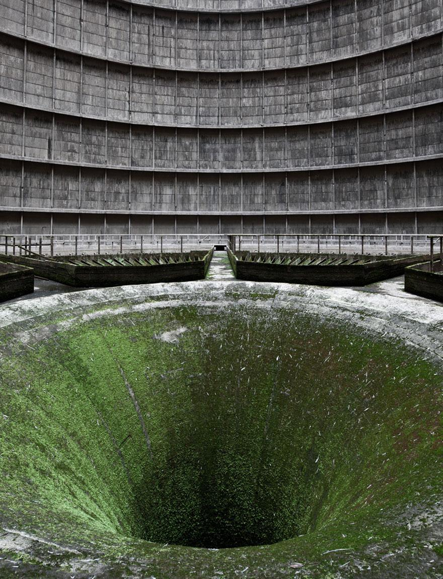 forgotten-places-kai-fagerstrom-im-cooling-tower-belgium