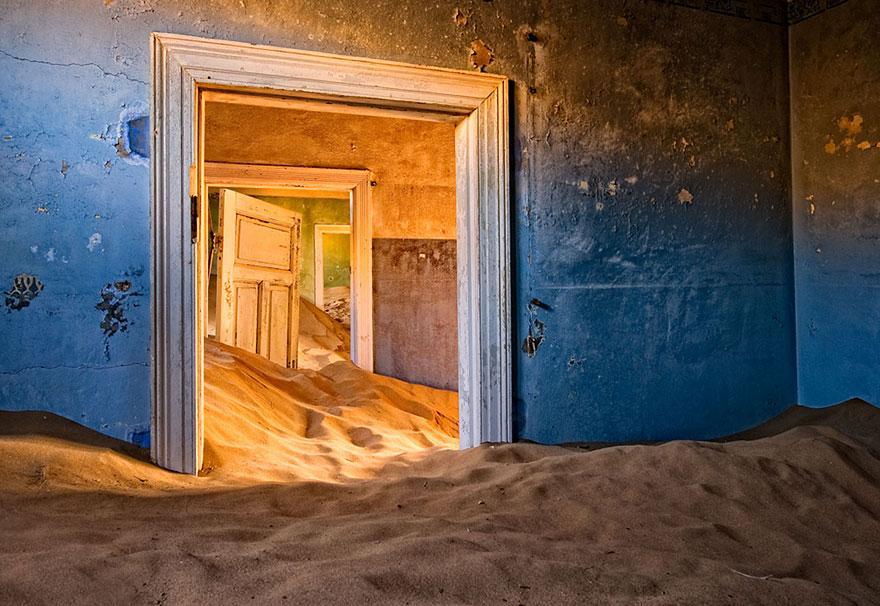 forgotten-places-kai-fagerstrom-kolmanskop-namibia