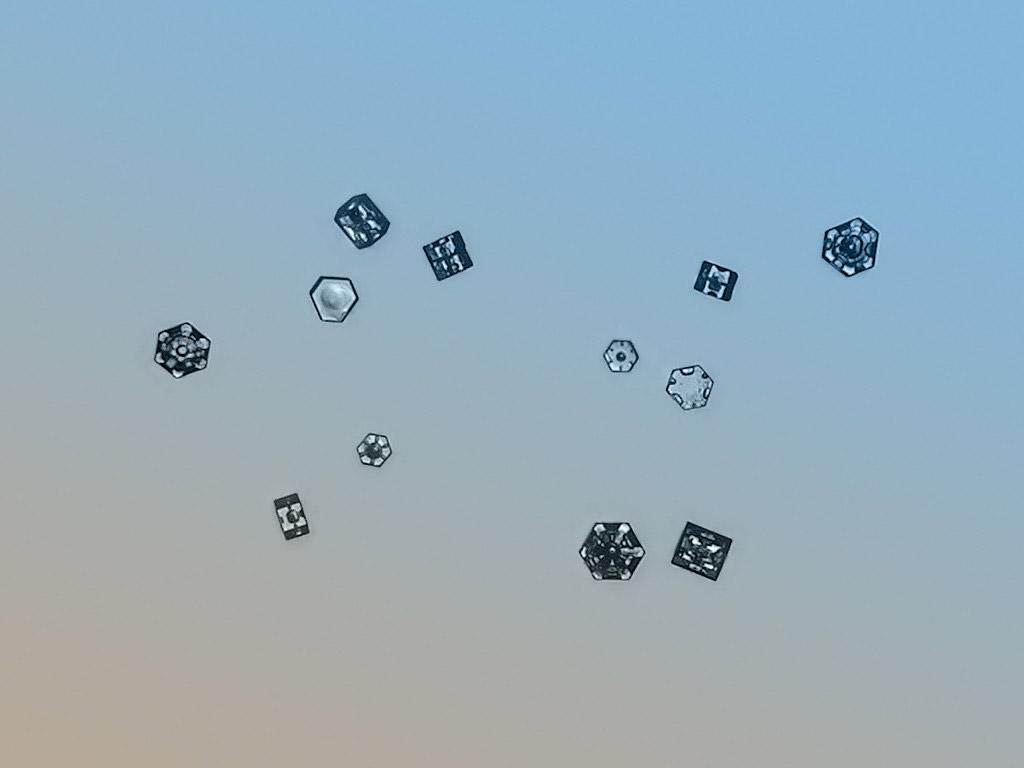 magnified-snowflakes-alexey-kljatov-10