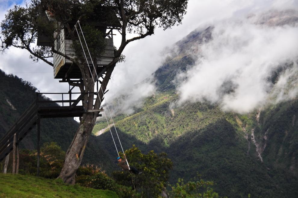 surreal-places-banos-equador