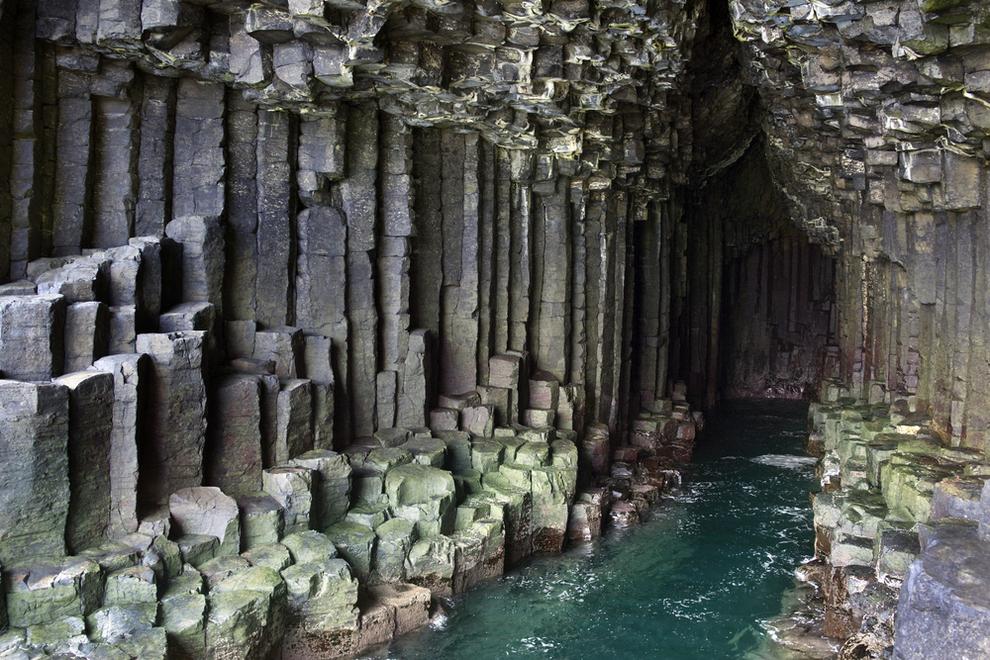 surreal-places-staffa-scotland