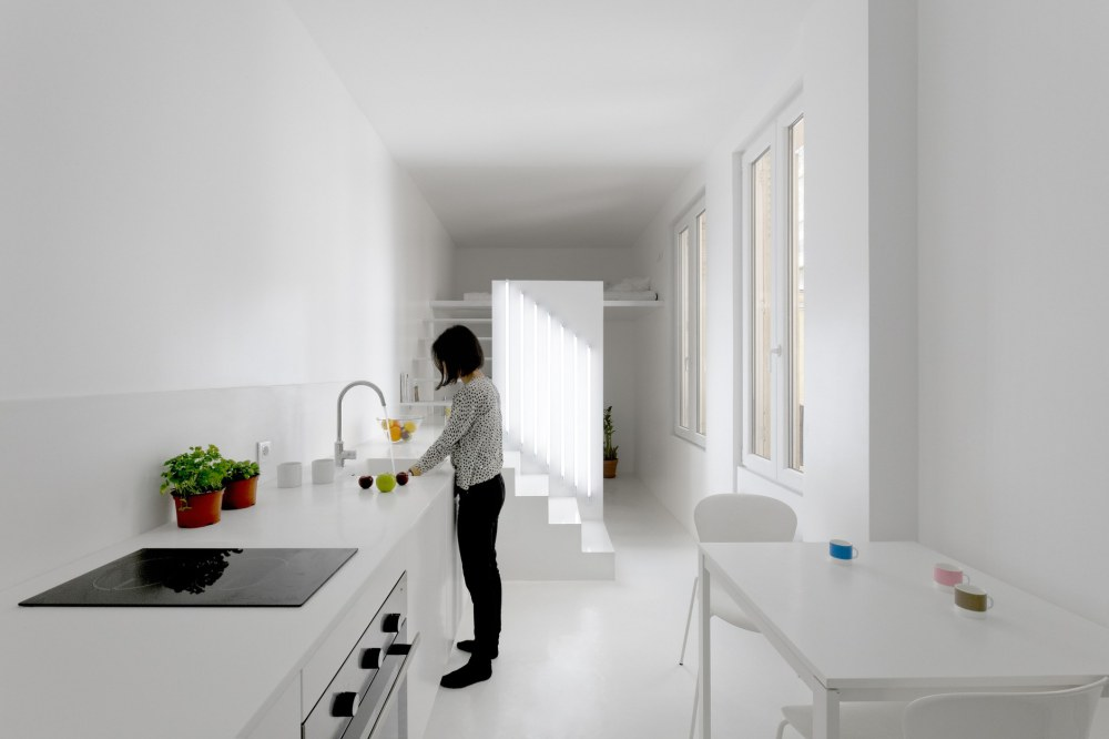 betillon-dorval-bory-studio-apartment-makeover-02