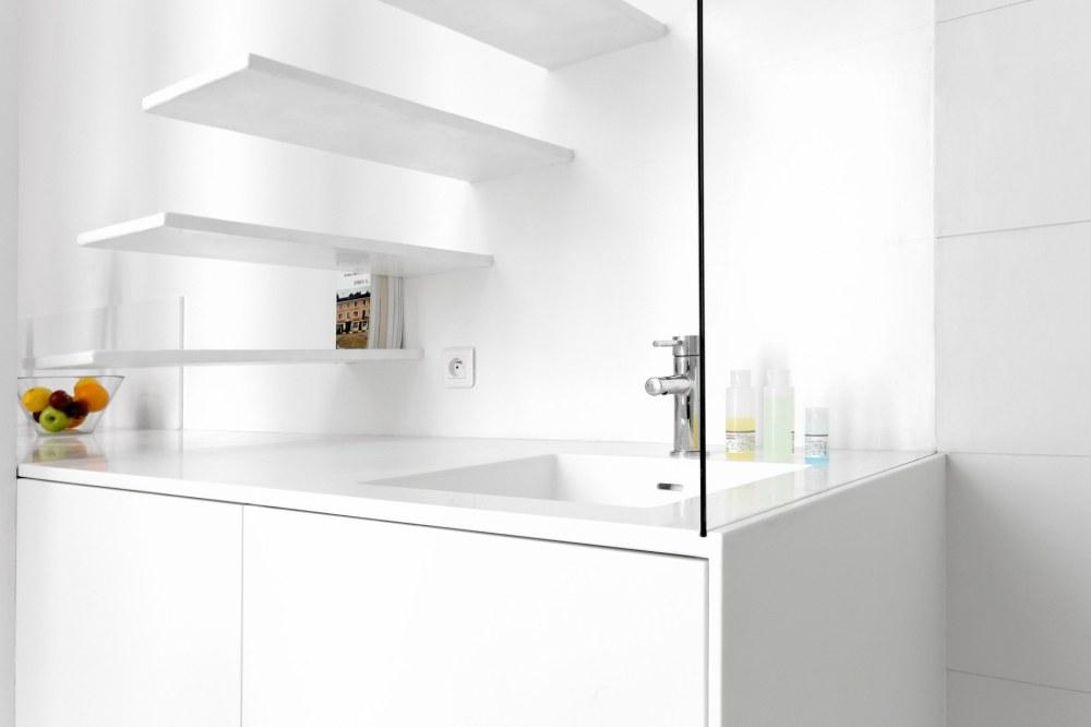 betillon-dorval-bory-studio-apartment-makeover-15