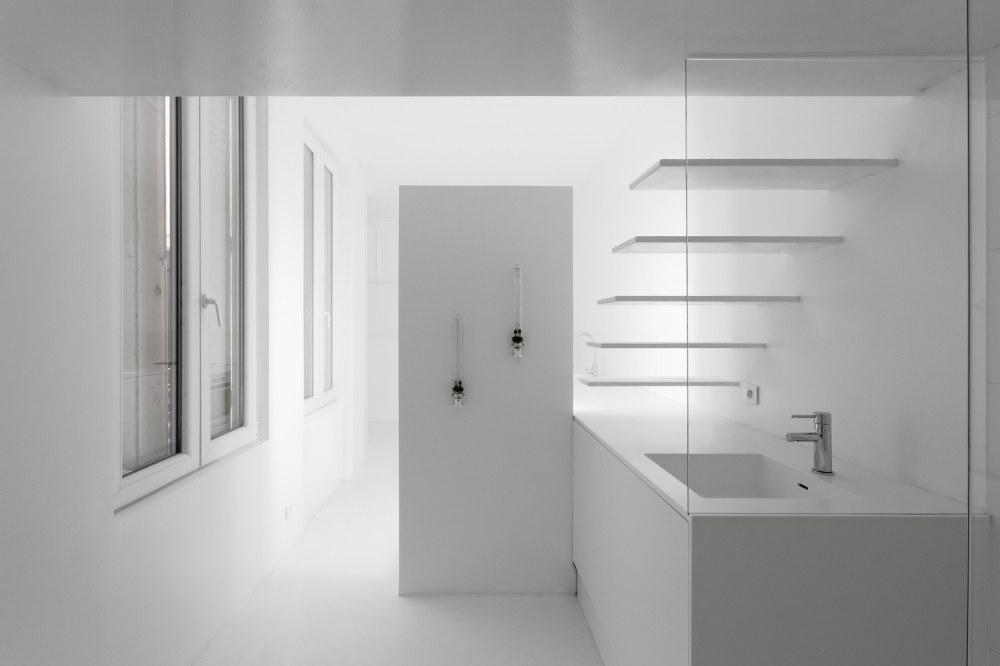 betillon-dorval-bory-studio-apartment-makeover-16