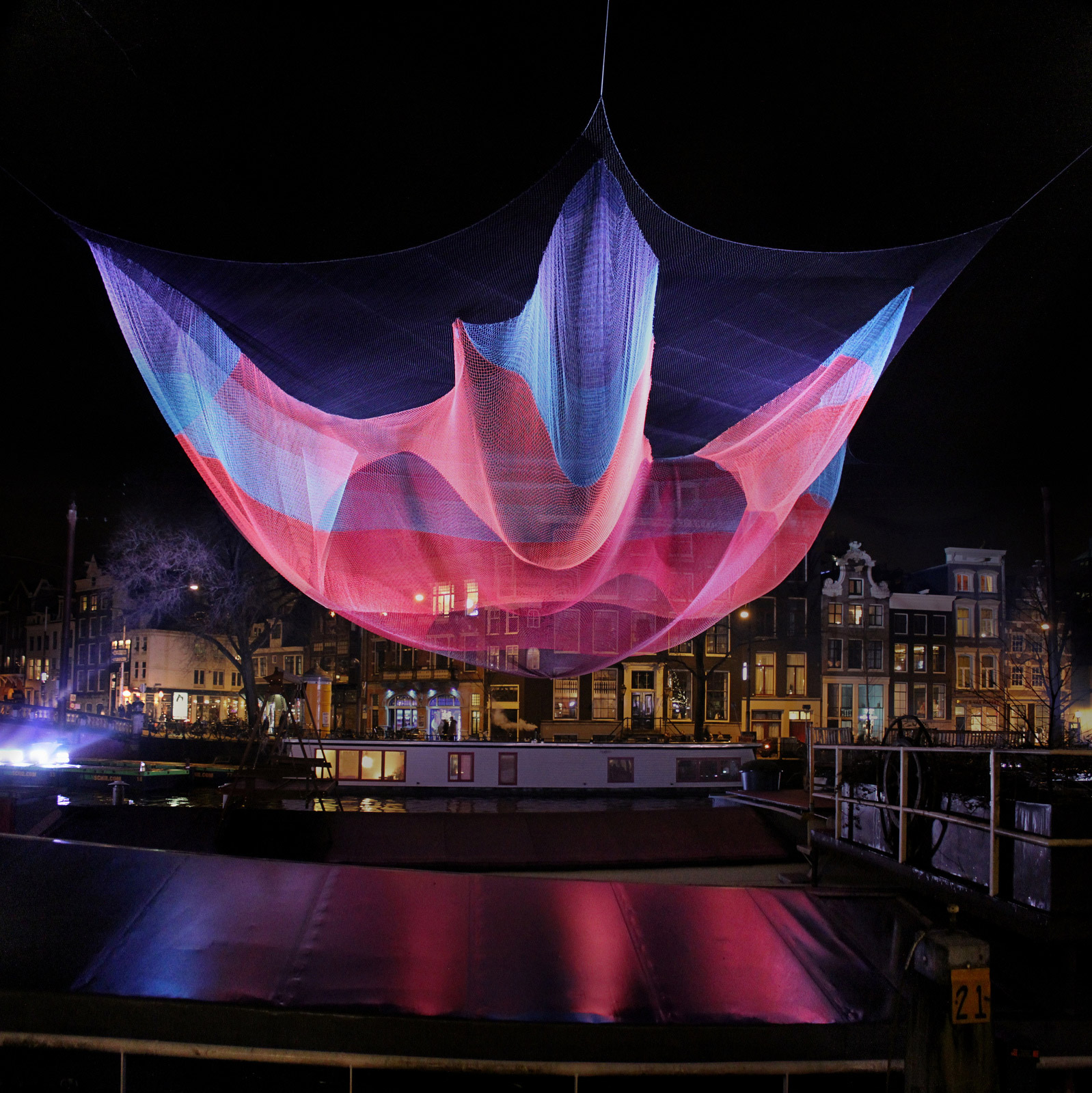 colorful-flying-nets-janet-echelman-04