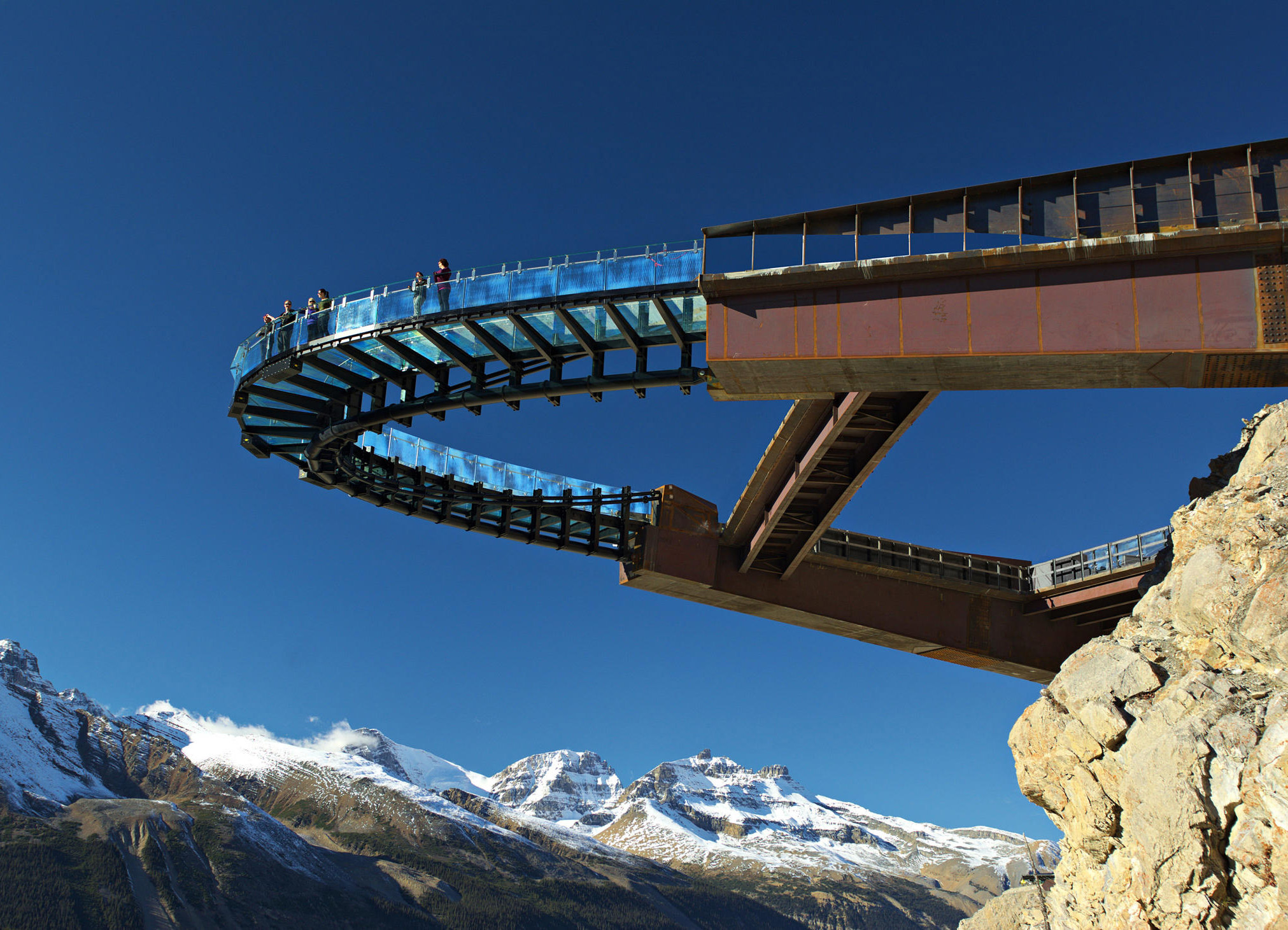 futuristic-attractions-glacier-skywalk