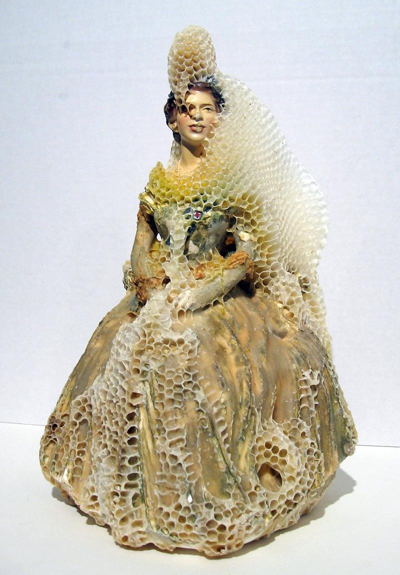 honeycomb-sculptures-aganetha-dyck-07