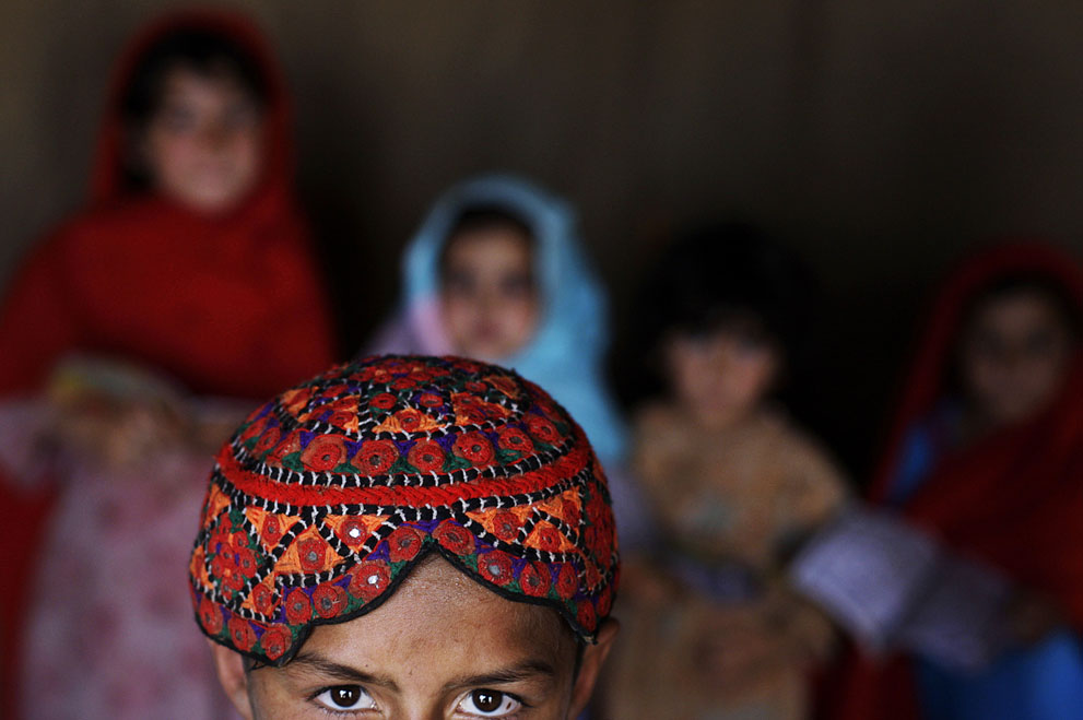 muhammed-muheisen-afghan-children-refugee-02