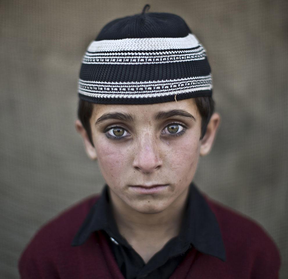 muhammed-muheisen-afghan-children-refugee-05