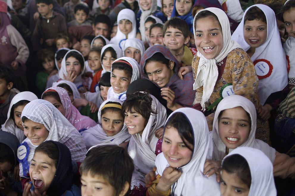 muhammed-muheisen-afghan-children-refugee-07