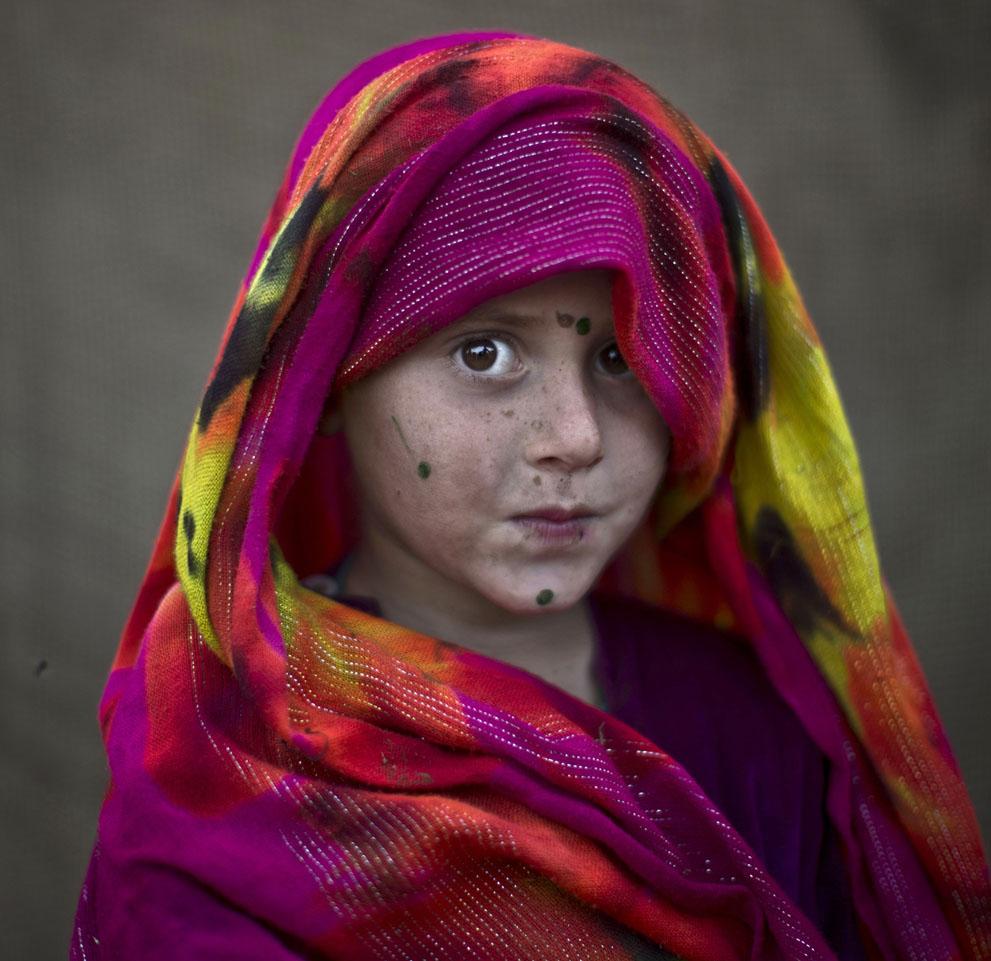 muhammed-muheisen-afghan-children-refugee-10