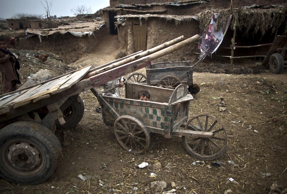 muhammed-muheisen-afghan-children-refugee-12