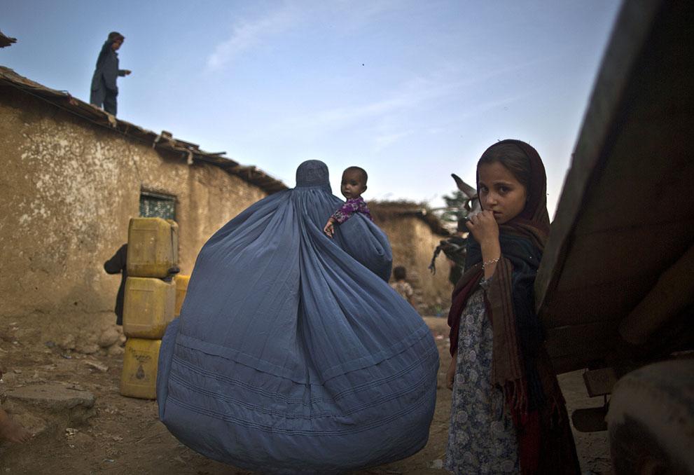 muhammed-muheisen-afghan-children-refugee-14