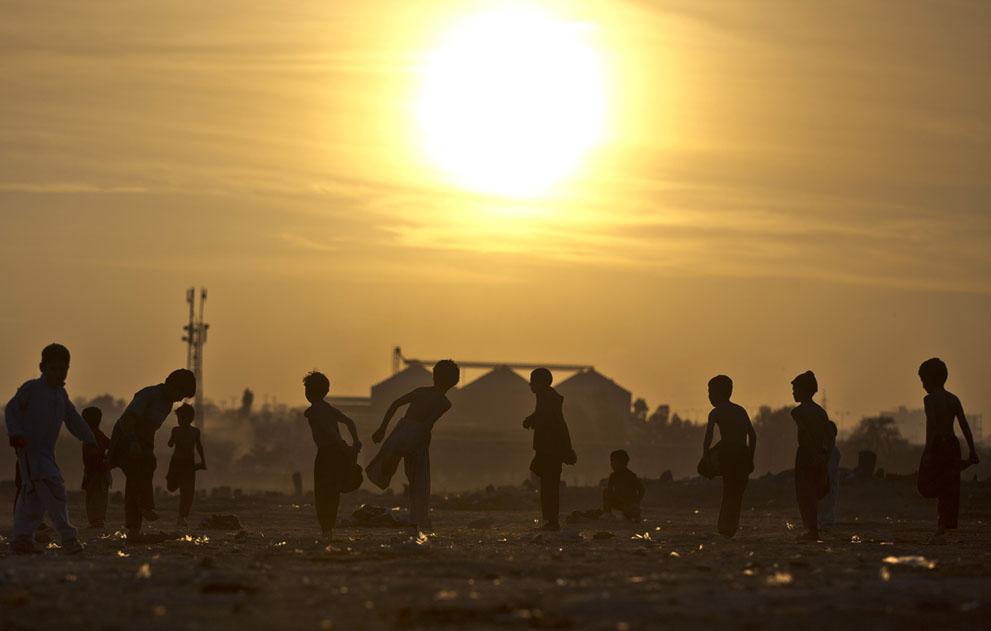 muhammed-muheisen-afghan-children-refugee-18