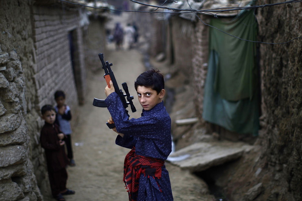 muhammed-muheisen-afghan-children-refugee-19