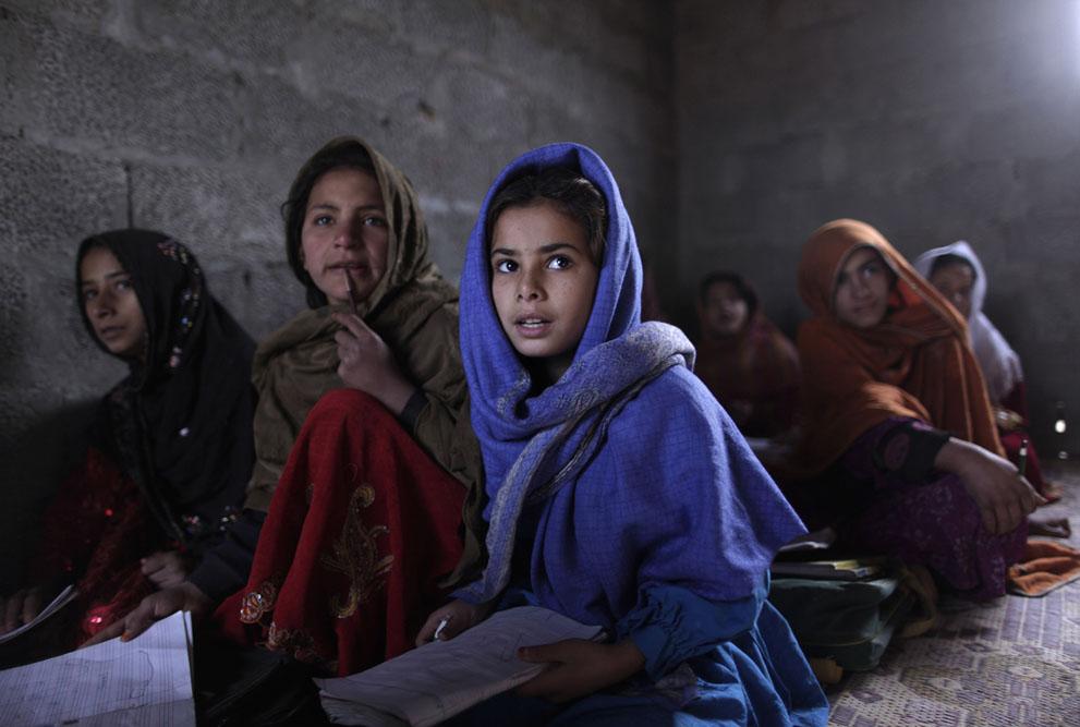 muhammed-muheisen-afghan-children-refugee-20