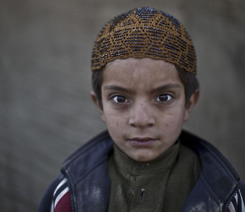 muhammed-muheisen-afghan-children-refugee-22