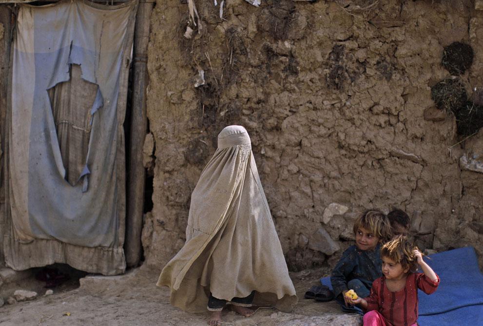 muhammed-muheisen-afghan-children-refugee-25