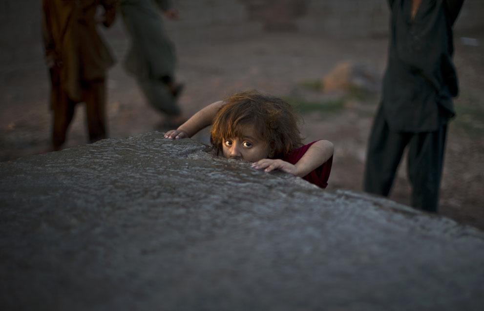 muhammed-muheisen-afghan-children-refugee-26