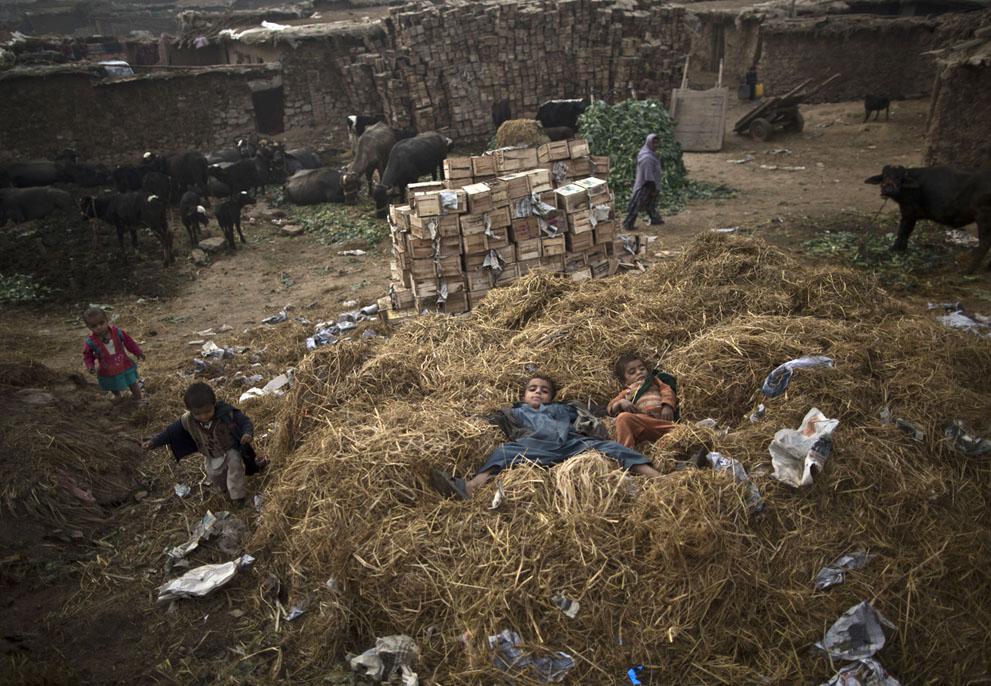 muhammed-muheisen-afghan-children-refugee-29