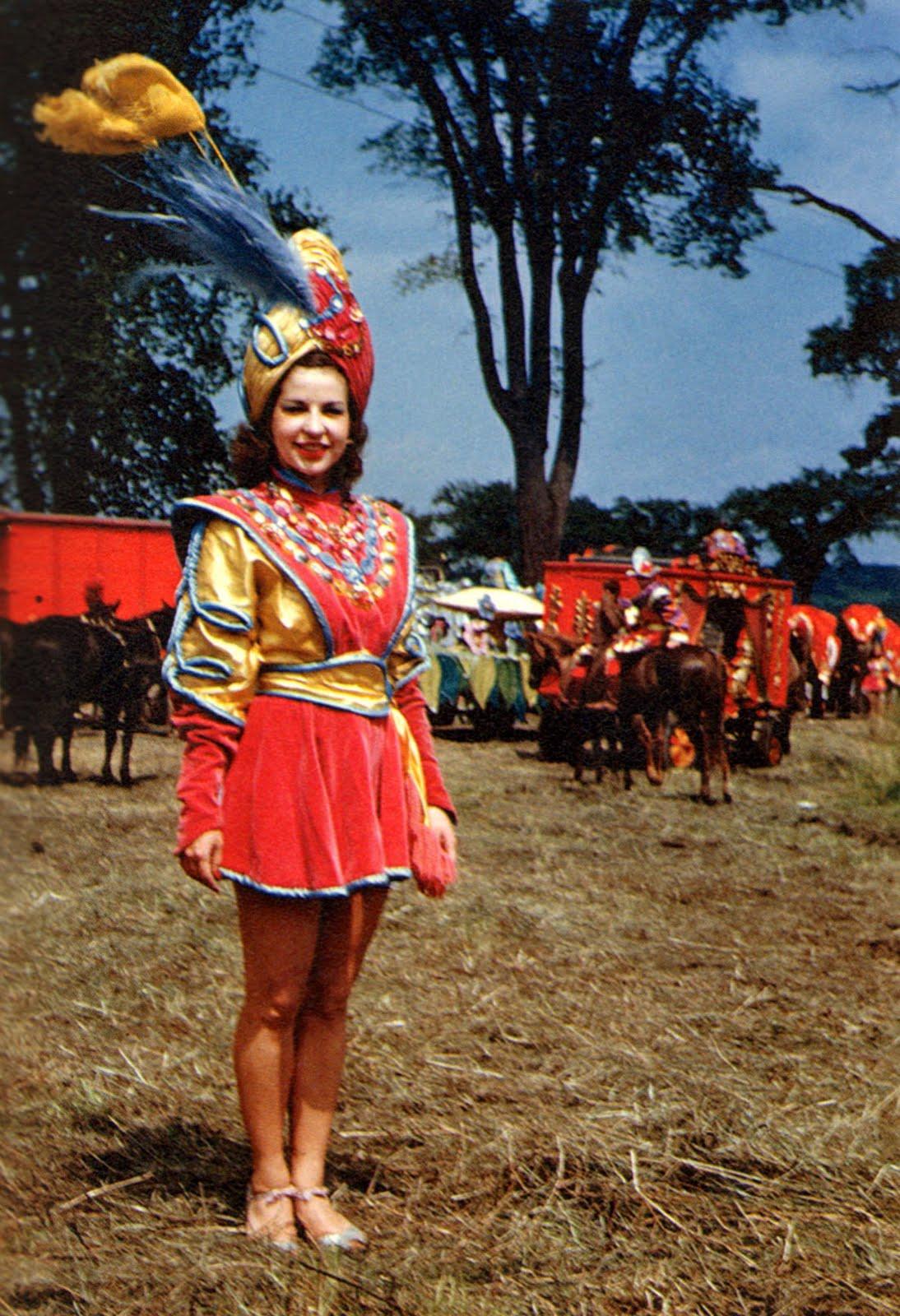 showgirl-ringling-bros-circus-girl-1945