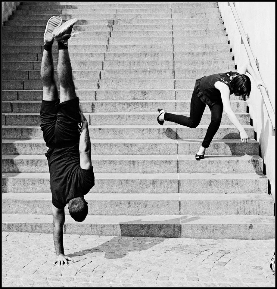 kapstand-paris-Beaubourg-fallingwoman