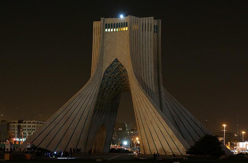 earth-hour-2014-azadi-tower-tehran-iran