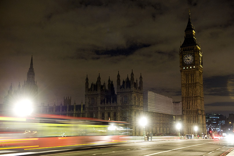 earth-hour-2014-house-of-parliament-London