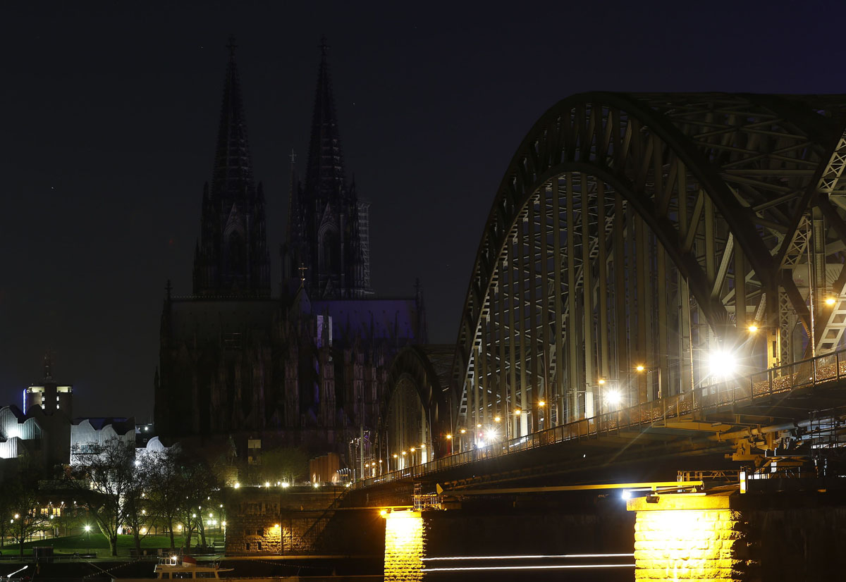 earth-hour-2014-worldheritage-colognecathedral