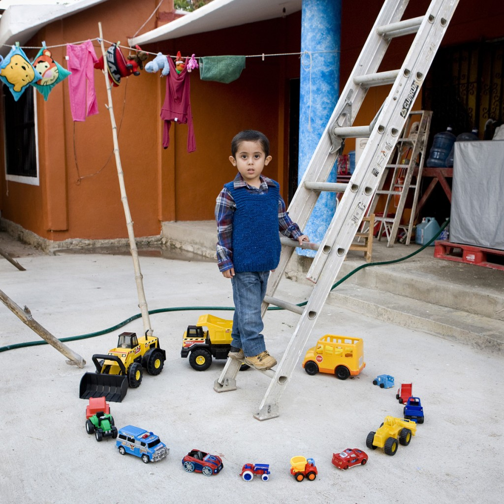gabriele-gamberti-toystories-Abel-Nopaltepec-Mexico