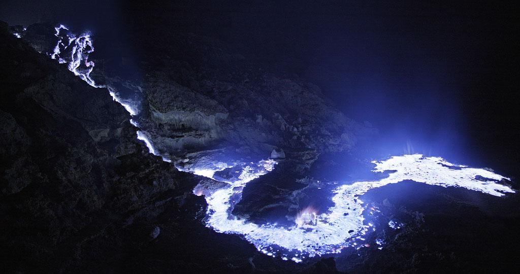 kawah-ijen-blue-lava-03