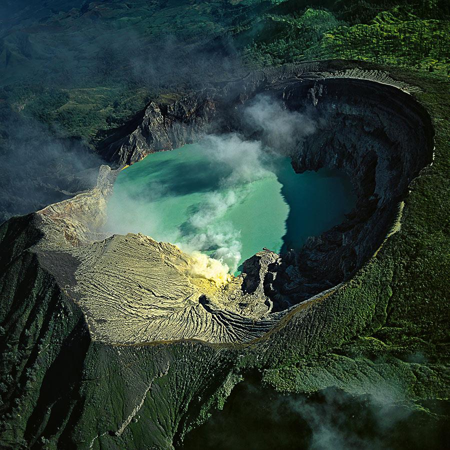 kawah-ijen-blue-lava-09