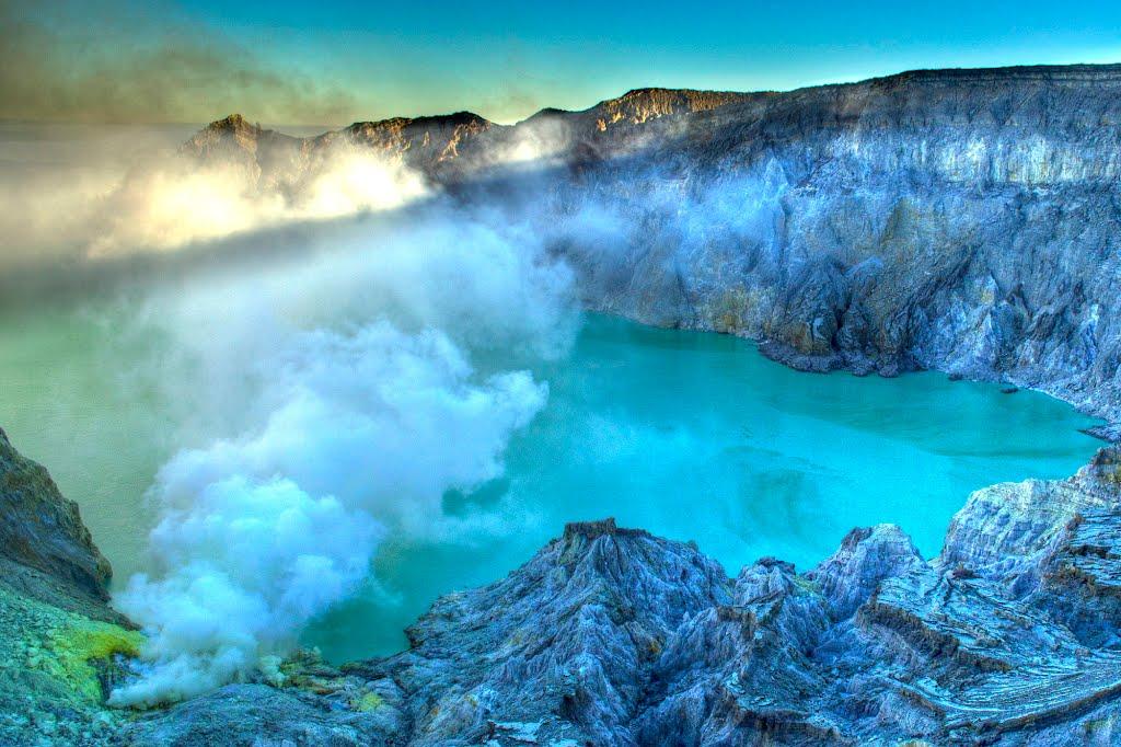 kawah-ijen-blue-lava-10